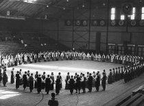 KPI dainų ir šokių ansamblio repeticija Kauno sporto halėje, 1956 m. (K. Sasnausko nuotr.)