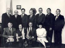 KPI Cheminės technologijos fakulteto taryba dekano kabinete, 1983 m. Sėdi (iš kairės): prof. R. Baltrušis (organinės chemijos katedros vedėjas), prof. V. Zelionkaitė (Neorganinės chemijos katedros vedėja), prof. K. Sasnauskas (dekanas), doc. O. Petruševičiūtė (Bendrosios chemijos katedros vedėja). Stovi: prof. J. Bernatonis ( Maisto produktų katedros vedėjas), prof. A. Paulauskas (Organinės technologijos katedros vedėjas), doc. Z. Beresnevičius (profkomiteto pirmininkas), prof. E. Pacauskas (Fizinės chemijos katedros vedėjas), doc. J. Vitkus (prodekanas), doc. V. Klusis (prodekanas), doc. J. Musnickas (partorgas).