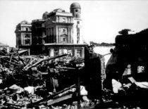 Fizikos-chemijos instituto, susprogdinto besitraukiančios vokiečių kariuomenės, griuvėsiai, 1944 m. (Originalas – Lietuvos centriniame valstybės archyve)