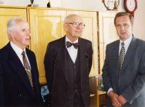 Prof. K. Sasnauskas, prof. A. Damušis ir fakulteto dekanas prof. R. Šiaučiūnas, 2003 m.