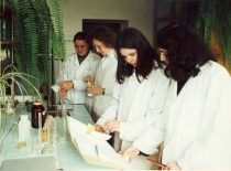 Studentai fakulteto laboratorijoje, 2003 m.