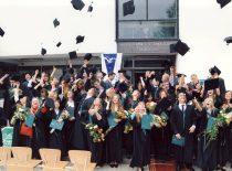 Diplomų įteikimo šventė Cheminės technologijos fakultete, 2003 m. (Jono Klėmano nuotr.)