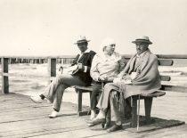 Petras Vileišis su žmona Emilija Palangoje ant tilto, 1926 m. (Originalas – KTU bibliotekoje)