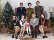 Šv. Kalėdos Damušių šeimoje JAV, 1972 m. Sėdi Gintė, Jadvyga, vaikaitė Andrea, Adolfas, Indrė. Stovi: Saulius, marti Vida ir jos vyras Vytenis. (Iš A. Damušio šeimos archyvo)