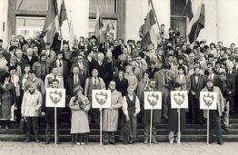 Kauno delegatai, atvykę į Lietuvos persitvarkymo sąjūdžio suvažiavimą, 1988 m. spalio 22 d.