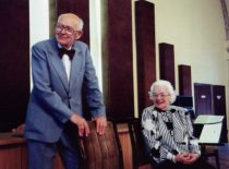 A. Damušis su žmona Jadvyga Lietuvos mokslų akademijos salėje švenčia 90-metį, 1998 m. (Iš A. Damušio šeimos archyvo)
