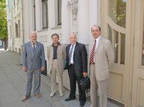 KTU Sąjūdžio iniciatoriai prie KTU Pirmųjų rūmų 2008 m. minint Sąjūdžio 20-ąsias metines.Iš kairės: prof. Audris Kopustinkas, doc. Pranas Kanapeckas, doc. Valentinas Kiauleikis ir prof. Aleksandras Targamadzė. (J. Klėmano nuotr.)