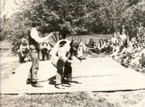 """Ekonomistų šventė – """"Meškos tramdymas"""", 1973 m."""