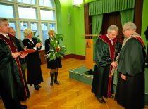 2000 m. KTU garbės daktaro vardas buvo suteiktas JAV universitetų profesoriui, vadybos srities mokslininkui prof. Feliksui Palubinskui.