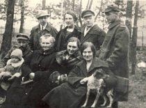 Su gydytoju Petrovu ir seserimi Maryte Alytuje, 1921 m.