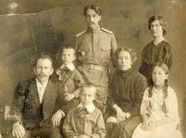 J. Nemeikša su artimaisiais I pasaulinio karo metu.