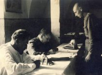 Šauktinių komisijoje, 1938 m.