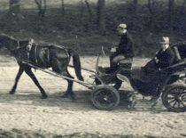 Prof. K. Vasiliauskas važiuoja į darbą, 1934 m.