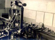 Mechaninė medžiagos atsparumo laboratorija, įkurta 1923 m. K. Vasiliausko. Mohro ir Federhaffo 10 tonų traukimo mašina