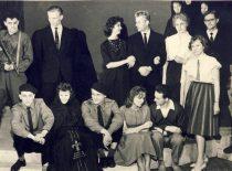 """Spektaklio """"Afroditės sala"""" dalyviai, 1962 m. (Originalas – S. Dubinskaitės-Šablinskienės archyve)"""