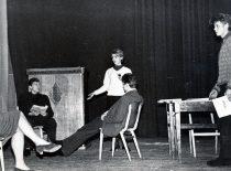 """Spektaklio """"Auksinis berniukas"""" repeticija, 1966 m. (Originalas – N. Krasauskaitės archyve)"""