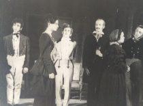 """Scena iš spektaklio """"Vedybos"""", 1949 m. (Originalas – Likšų šeimos archyve)"""