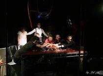 """Scena iš spektaklio """"Tobula santuoka"""", 2009 m. Rež. R. Žirgulis. (Roberto Misiukonio nuotr.) (Originalas – V. Mickūno archyve)"""