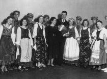 Su tautinio meno kolektyvu koncerto metu, 1938 m.