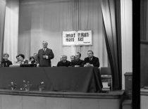 R. Chomskis kalba Bibliotekos 50-mečiui skirtoje konferencijoje, 1973 m. (R. Žiemio nuotr.)
