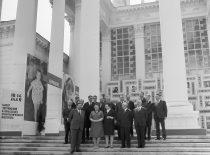 KPI delegacija Maskvoje, Visasąjunginėje liaudies ūkio pasiekimų parodoje prie KPI parodos, 1971 m. (R. Žiemio nuotr.)
