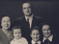 R. Chomskis su žmona Liuda, sūnumi Romanu ir dukromis Laima ir Dalia, apie 1960 m.