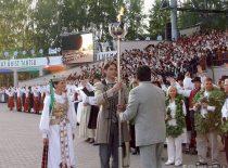 """Baltijos šalių dainų ir šokių šventėje """"Gaudeamus"""" Tartu, 2006 m. (R. Misiukonio nuotr.)"""