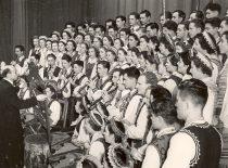 KPI dainų ir šokių ansamblio koncertas Maskvos energetikos instituto klube, 1956 m. (Originalas – prof. A. Vitkausko archyve)