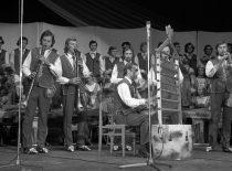 """""""Nemuno"""" koncertas KPI rugsėjo 1-osios šventėje, 1976 m. (Bartkaus nuotr.)"""