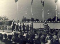 KPI ansamblio pasirodymas V pasaulinio jaunimo ir studentų festivalyje Varšuvoje, 1955 m. (Originalas – J. Grinevičiaus archyve)