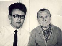 Su mama 1972 m. Kaune.