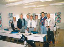 Išlaikius EN 473/NORDEST ultragarsinių neardomųjų bandymų 3-iojo lygio egzaminus ABB neardomųjų bandymų mokymo centre, Vesterose (Švedija), 1998 m. Dr. L. Mažeika, dr. R. Šliteris, dr. A. Vladišauskas, centro viršininkas C. Errikson, vyr. mokslo darbuotojas A. Voleišis, inž. G. Maksimovas ir habil. dr. R. Kažys.