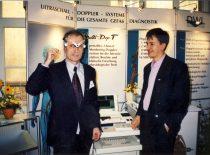 Habil. dr. S. Sajauskas parodoje Halėje (Vokietija) prie Ultragarso skyriaus, 1998 m.