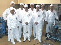 Valstybinėje Ignalinos atominėje elektrinėje PHARE projekto vykdymo grupė: dr. L. Mažeika, inž. Ž. Viliūnas, dr. G. Georgiou, dr. R. Shipp, dr. R. Šliteris, ekspertas A. Alejev ir kt., 2001 m.