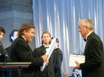 2008 m. Partnerystės pažangos premija įteikiama habil. dr. prof. R. J. Kažiui