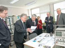 Svečių iš Belgijos vizitas Ultragarso mokslo institute, 2010 m. Iš kairės: Belgijos ambasados Lenkijoje Valonės-Briuselio regiono atstovas Z. Koval, A. Voleišis, Belgijos ambasadorius Lietuvoje S. Wauthier, B. Voleišienė, Belgijos ambasados Lenkijoje Flamandų vyriausybės atstovas K. Haverbeke ir prof. R. Kažys.