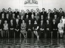 LSSR Aukščiausiosios Tarybos prezidiumo rūmuose apdovanojimų ir garbės vardų suteikimo metu, 1978 m. Iš kairės: 1-oje eilėje 3-iasis – poetas J. Marcinkevičius, 6-asis – LSSR Aukščiausiosios Tarybos prezidiumo pirmininkas A. Barkauskas, 8-asis – liaudies artistas A. Vansevičius; 2-oje eilėje – 9-asis – boksininkas A. Šocikas; 3-ioje eilėje 5-asis nusipelnęs išradėjas P. Varanauskas.