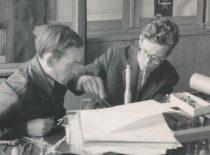 Inžinieriai J. Šūmakaris ir A. Voleišis ruošia skaitmeninį ultragarsinį interferometrą pasaulinei parodai EXPO-67 Monrealyje, 1967 m.