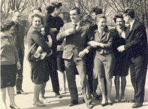 A. Patackas su studijų draugais D. Ežerskyte, D. Jančaityte, R. Šileika mediumo šventės metu, 1964 m. Tą naktį A. Patackas įvykdė antisovietinę akciją – tautinės vėliavos spalvų dažais išdažė paminklą komjaunuoliams ir nupiešė ant jo Gedimino stulpus.