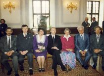 Kauno miesto valdyba rotušės salėje, 1995 m. balandžio 25 d. Iš kairės: V. Adamonis, R. Kupčinskas, V. Margevičienė, meras R. Tumosa, N. Ragauskienė, V. Paliūnas, A. Andriuškevičius.
