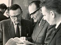 K. Baršauskas su Probleminės ultragarso laboratorijos vadovu doc. E. Jaroniu ir doc. V. Ilgūnu, 1963 m.