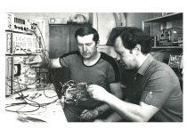Inž. S. Antanaitis ir aspirantas V. Dikavičius, 1985 m.