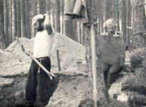 A. Patackas archeologiniuose kasinėjimuose pas archeologę dr. R.Rimantienę Šventojoje, 1967 m.