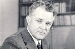Vytautas Paliūnas (1930–2005) – KPI Teorinės mechanikos katedros vedėjas, profesorius, Kovo 11-osios Nepriklausomybės akto signataras.