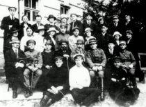 A. Gravrogkas, L. Vailionis ir V. Čepinskis su Lietuvos universiteto studentais, 1923 m.