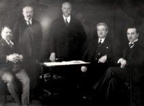 Peterburgo technologijos instituto absolventai inžinieriai T. Šulcas, J. Čiurlys, A. Gravrogkas, K. Šakenis, J. Gravrogkas, apie 1930 m. (Gravrogkų archyvo nuotr.)