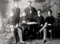 Peterburgo technologijos instituto studentai lietuviai, 1910 m. Iš kairės: T. Šulcas, J. Čiurlys, M. Juška, A. Gravrogkas, K. Šakenis, J. Gravrogkas. (Gravrogkų archyvo nuotr.)