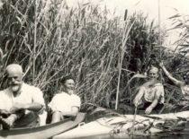 A. Žmuidzinavičius ir A. Gravrogkas kelionėje baidarėmis po Dzūkiją, 1938 m. (Originalas – KTU muziejuje)