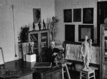 Grafinių darbų ir piešimo katedros vedėjas prof. Alfonsas Janulis, 1965 m. (V. Varno nuotr.)