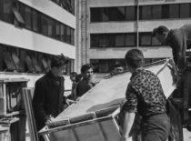 1961 m. pradėti statyti Statybos rūmai, davę pradžią Studentų miesteliui. Nuotraukoje: studentai talkininkauja rūmų statyboje, 1964 m. (V. Varno nuotr.)